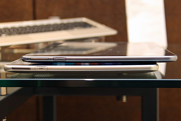 The Smart PC (top) is noticeably thinner than the Smart PC Pro (bottom). The difference is about 2mm.
