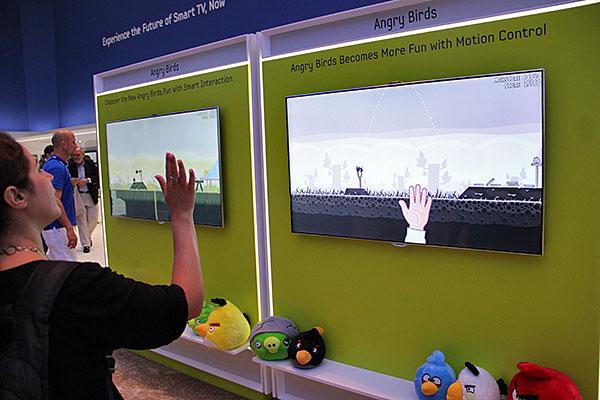 samsung flaunts 55 inch es9500 oled tv 75 inch es9000 led tv at ifa 2012. Black Bedroom Furniture Sets. Home Design Ideas