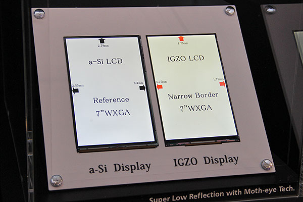 Here's a side by side comparison between two 7-inch WXGA (1,280 x 800 pixels) panels. Notice that the bezels of the a-Si-based display on the left is at least 2.55mm thick. The IGZO LCD on the right has all three sides of the bezel at 1.75mm.