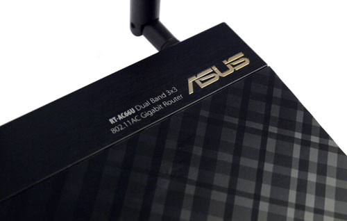 The dual-band RT-AC66U is almost a carbon copy of its RT-N66U sibling, save for the gold-tinged ASUS logo located at the top right hand corner of the router.