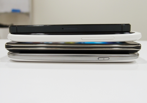 For reference, from top to bottom: iPhone 5 (7.6mm), HTC One X (8.9mm), Optimus 4X HD (9.19mm), Samsung Galaxy S III (8.6mm).
