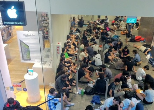 There were nearly 120 people queuing up at Epicentre Shop, Marina Bay Sands.