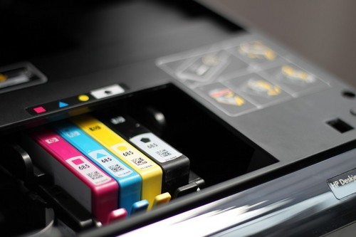 The 5525 uses four ink colors that come in separate cartridges.