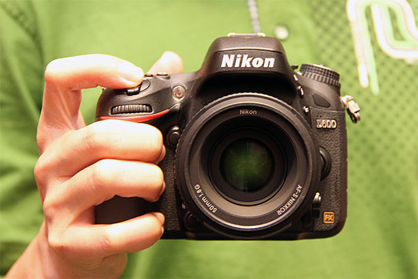 As far as full-frame DSLRs go, the Nikon D600 can be considered light and compact. The body alone weighs 760g. However, the distinction for being the world's lightest full-frame camera still belongs to the Sony A99 (733g).