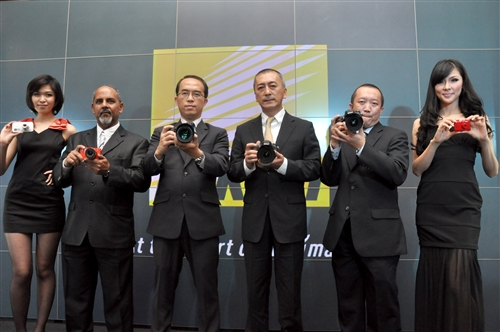 From L-R: (2nd from left) Mahfooz NR, Senior Manager, Nikon Professional Services, Consumer Products Marketing Department; David Ng, General Manager, Consumer Products Marketing Division, Nikon Malaysia; Masanobu Tsunoda, Managing Director of Nikon Malaysia and Nikon Singapore; and Hon Soon Teng, General Manager, Consumer Products Sales Department, Nikon Malaysia during the launch.