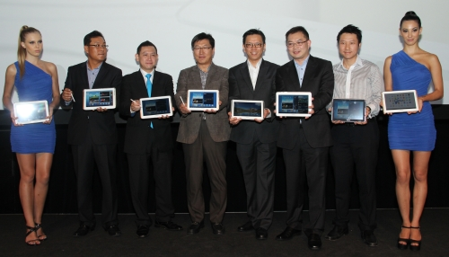 From L-R: Charles Kim, Advisor, Mobile Phone Marketing, Samsung Malaysia Electronics; Zalman Aefendy, Chief Marketing Officer, Celcom Axiata Berhad; Kwon Jae Hoon, Managing Director, Samsung Malaysia Electronics; Vincent Chong, Head of Mobile Phone Division, Samsung Malaysia Electronics; Lai Shu Wei, Senior General Manager, Device Management, Maxis Communications Berhad; and Michael Tung, Program Manager, Device Supply Chain, Digi Telecommunications Sdn Bhd