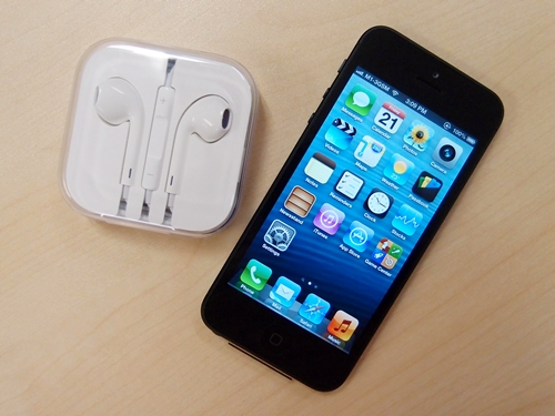 The iPhone 5 has arrived. With new Earpods.