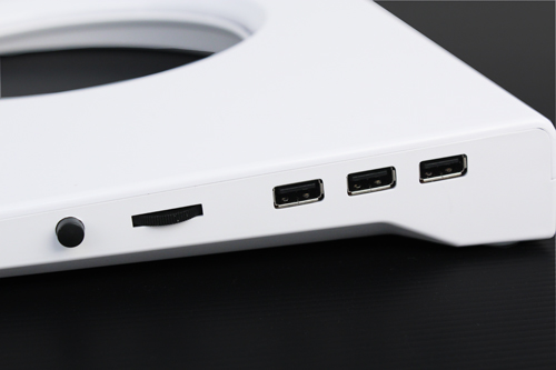 3 powered USB 2.0 ports lets the Cryo V60 double up as a basic USB hub/docking station.