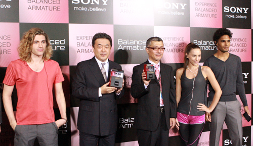 Posing for a group shot with some models wearing the new XBA lineup; from left to right: Yosuke Aoki, General Manager, Deputy Head, Personal Imaging & Sound Asia Pacific, Sony Electronics Asia Pacific Lte Ltd, and Katsuya Nakagawa, Senior General Manager, Personal Entertainment Division, Personal Imaging & Sound Businsss Group, Sony Corporation.
