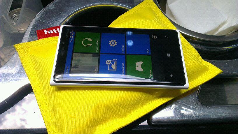 Here's the Nokia Lumia 920 pictured with the DT-901 Fatboy recharge pillow.