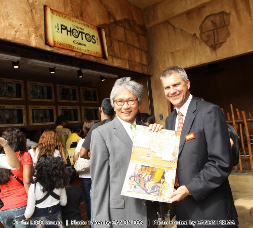 From L-R: Melvyn Ho, President & CEO of Canon Marketing Malaysia and Siegfried Boerst, General Manager of LEGOLAND Malaysia at Canon's photo booth in The Lost Kingdom