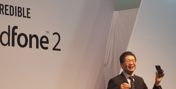 Jerry Shen, CEO of ASUS was on stage to unveil the PadFone 2.