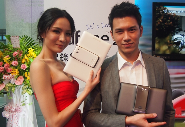 The ASUS PadFone 2 and its Station will come in two colors: black and white.