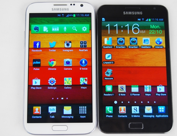 The 5.5-inch Samsung Galaxy Note II (left) and 5.3-inch Samsung Galaxy Note (right).