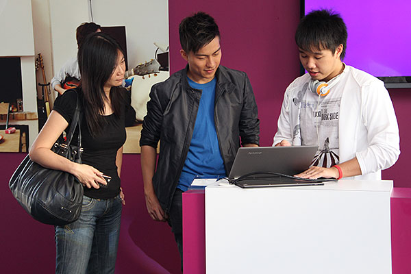 Singaporean actor and singer Nat Ho was also interested to find out more about Windows 8.
