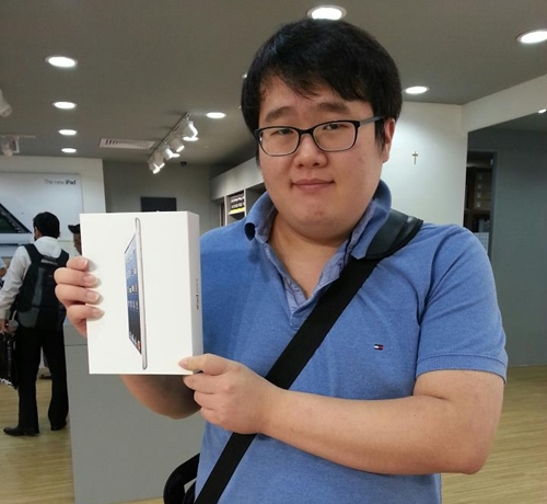 Mr. Bang Youn Hwang was the first in line at Nubox@Funan DigitaLife Mall. He got the iPad Mini for his brother back in Korea.