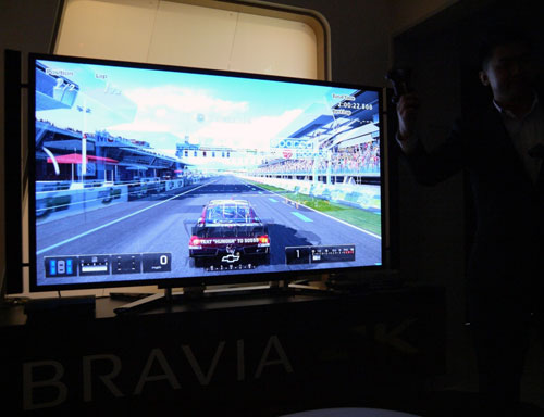 Similar to LG's Dual Play, Sony's SimulView feature enables gamers to view  individual screens in Full-HD during two-player gameplay. Unlike the LG LM9600, we did not detect any traces of ghosting on the X9000 during our hands-on session earlier.
