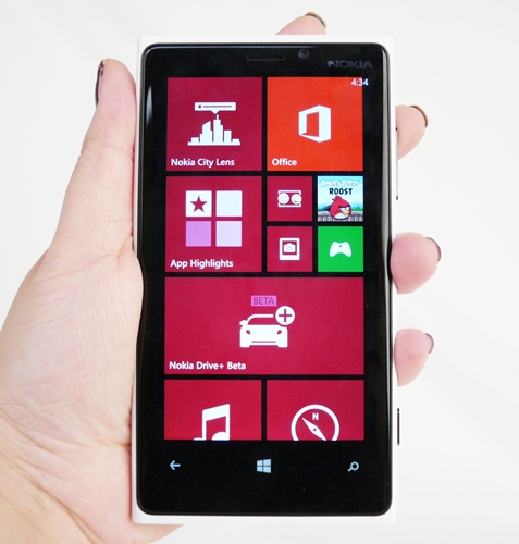Presenting to you, the Nokia Lumia 920 and its gorgeous 4.5-inch PureMotion HD+ IPS LCD screen.