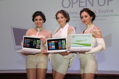 Models with the super svelte and sexy Acer Aspire S7