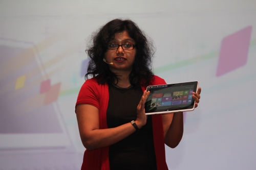 Amrita Sapre using an ICONIA W510 tablet during her presentation to show just how easy it goes from work to play
