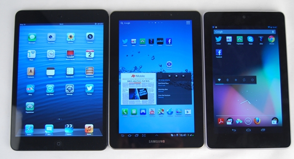As you can see, the bezels along the sides of the Apple iPad mini's display are significantly thinner than the ones found on the Samsung GALAXY Tab 7.7 (center) and Google Nexus 7 (right).