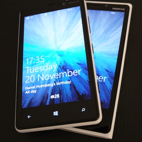 Which would you prefer to get - the Lumia 820 in the foreground or the Lumia 920 in the background?
