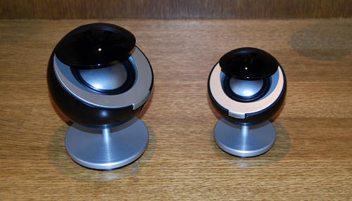 Armed with a bigger tweeter and woofer, the Jamo 360 S 35 is significantly larger than the Jamo 360 S 25. The size difference is evident in this photo.