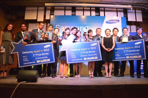 From L-R: Sazzy Falak, local Malaysian celebrity; Apps Creator 2020, 2nd runner-up; Donald Cheah, Chief Operating Officer, MPH Bookstores; GYNOID, Winners; Jason Ko, Chief Executive Officer, MYC!; Colin Hew, Product Manager of Services and Solutions, Mobile Phones, Samsung Malaysia Electronics; Elaine Soh, Head of Corporate and Branding, Samsung Malaysia Electronics; Gangnam Team, 1st runner up