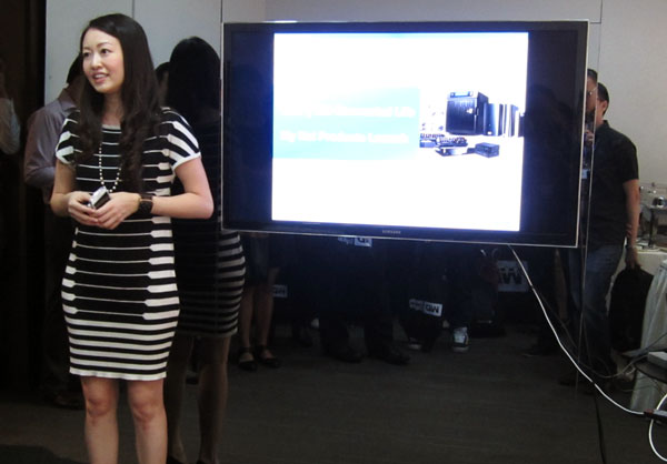 Miss Amy Tan, Senior Manager of WD's South East Asia region, giving members of the press a quick overview of the company's maiden suite of wireless routers.