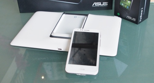 The ASUS Padfone 2, seen here in its white incarnation. The ASUS Padfone 2 will come in either Black or White, with White only being available from January next year onwards.