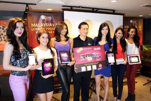 Gary Yeoh (center), Director of BLoyalty Sdn Bhd with Miss Universe Malaysia 2013 finalists at the launch