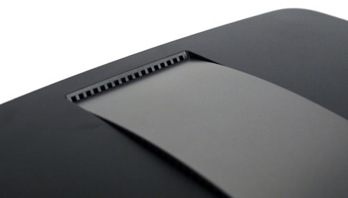 "The rounded ""clasp"" on the EA6500 does not cover the entire stretch of the router, unlike the EA4500 which also comes with a slightly flatter profile."