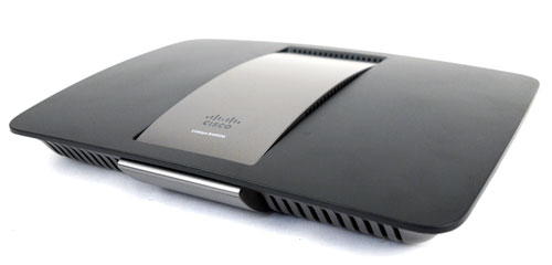 The EA6500 is undoubtedly the best looking router Linksys has churned out so far. Its winning combination can be found it its classy two-toned color profile, sexy curves, and elegant poise.