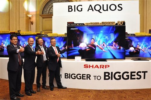 tv 90 inch. from l-r: lau siong giap, general manager of cep/isp marketing; tok tv 90 inch