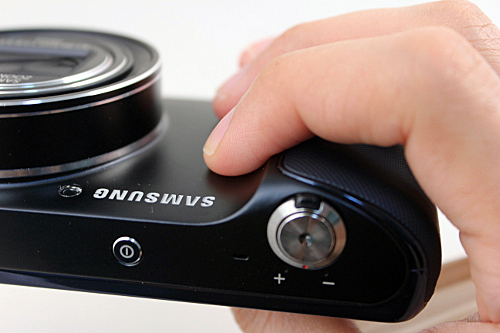 The textured surface of the hand grip ends before where the average person will hold the camera, so your fingers are actually on the smooth part of the body.