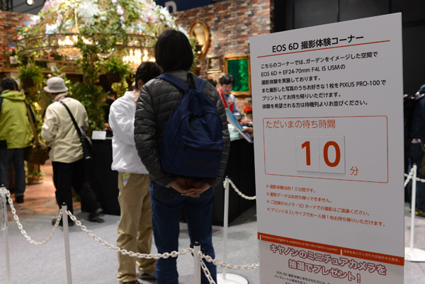 While the EOS 6D isn't exactly a brand-new model, people still waited in line to have a go at it.