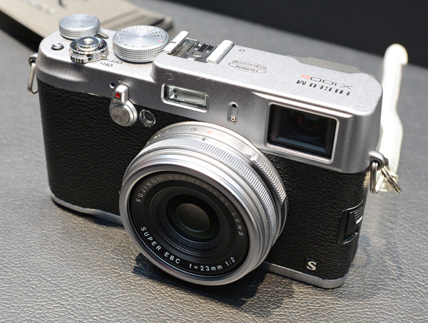 Similar to the X20, the X100S is one handsome camera. The menu system has been improved from the X100's while build quality remains equally robust. However, we did note that the autofocus speed of the X100S does not seem that much faster than the X100.
