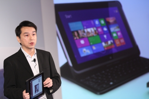 David Tan, Director, Commercial Channel Sales, Hewlett-Packard Asia Pacific and Japan with the HP ElitePad 900