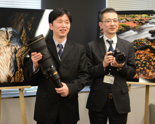 Hiroki Harada (left) with the new AF-S Nikkor 800mm f/5.6E FL ED VR lens. Yoshio Nakamura (right) with the new AF-S Nikkor 18-35mm f/3.5-4.5G ED.