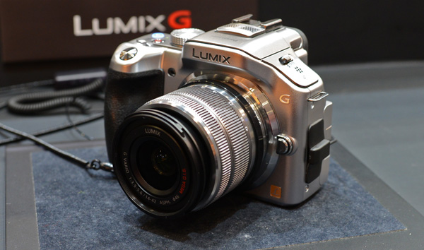 Panasonic's new LUMIX G VARIO 14-42mm f/3.5-5.6 II ASPH lens is smaller than its predecessor, making it a more attractive kit lens for users looking to pick up their first Micro Four Thirds camera.