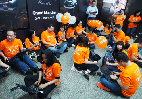 The launch event saw Microsoft employees gather at the Suria KLCC LRT station to showcase the portability of Office 365