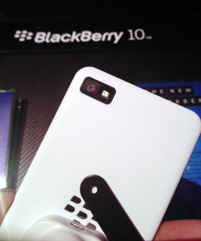 The Z10 comes with a plastic textured back that makes the phone easy to hold. We were hoping for it to come with a brushed metallic surface instead, based on the official photos.