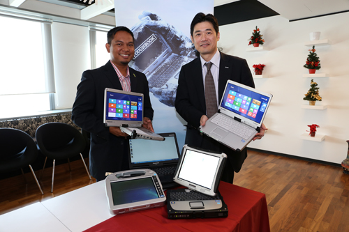 From L-R: Sufian Sidek, Senior Counsulting Engineer, i20 Water Malaysia and Satoshi Mizobata, Director of Toughbook Asia Pacific Group, Panasonic Systems Communications Asia Pacific with the newly launched Toughbook CF-C2