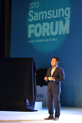 Gregory Lee, President and CEO of Samsung Asia delivering the welcome address