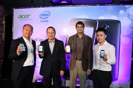 From L-R: Liew Sze Thai, President of Smartphone Business Group, Acer Inc.; Ricky Tan, General Manager of Acer Sales & Services Sdn Bhd; Prakash Mallya, Country Manager of Intel Malaysia; and Jeffrey Lai, Product Manager of Mobile Notebook and Smart Handheld, Acer Sales & Services Sdn Bhd