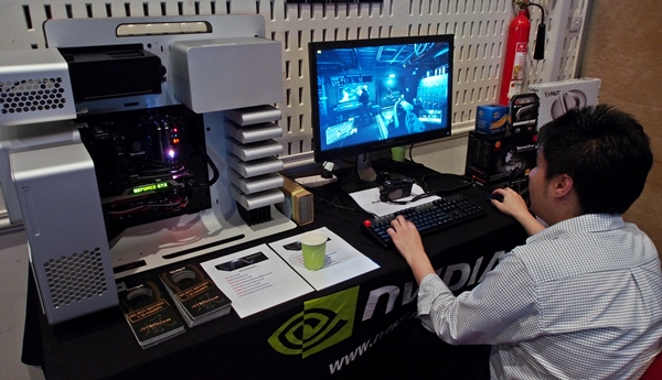 The gaming system from local distributor Convergent, featured a Palit GeForce GTX TITAN card, housed in a limited edition Thermaltake Level 10 chassis that has a jaw-dropping SRP of S$1,400!