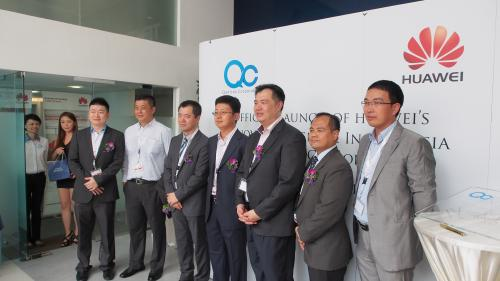 From L-R: Derrick Tan, Chief Operation Officer, Qantrex Corporation Sdn Bhd; Jeff Hwong, Regional Sales Director, Huawei South Pacific Enterprise Business; Li Shi Wei, Director of Enterprise Business, Huawei Technologies (M) Sdn Bhd; Mike Wang, Senior Vice President, Huawei Technologies (M) Sdn Bhd; SG Tan, Managing Director, Qantrex Corporation Sdn Bhd; Steven Tan, Chief Executive Officer, Qantrex Corporation Sdn Bhd; and Dai Jing Yue, Chief Executive Officer, Huawei Technologies (M) Sdn Bhd