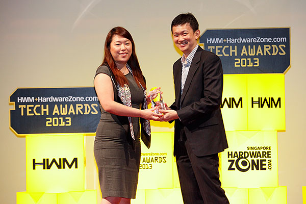 The LG 84-inch LM9600 won the Editor's Choice award for Best 4K TV. Here's Ms. Angeline She, Assistant Manager, Channel Marketing, LG Electronics Singapore, receiving the award.