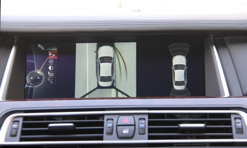 One of the best features of the BMW 750Li's infotainment system is the top-down view, which shows drivers just how close they are to the sidewalk, curb or other vehicles, which makes it handy when it comes to parking