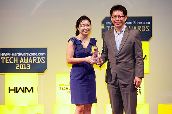 Samsung was the other big winner with seven awards. Six of them came from the Readers' Choice polls: Best LCD Monitor, Mainstream LED TV, Premium Smart LED TV, Plasma TV, Mainstream Smartphone, and Premium Smartphone Brand. The popular Galaxy Note II LTE was the winner of the Editor's Choice category for Best High-end Smartphone. Accepting the awards was Ms. Janice Chew, Brand Marketing Manager from Samsung Asia.